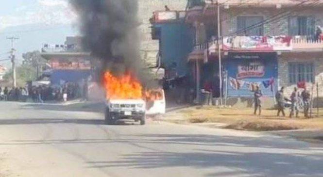 नेबिसंघद्वारा सरकारी गाडीमा आगजनी