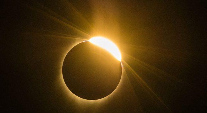 मध्यरातीपछि आज खण्डग्रास चन्द्रग्रहण लाग्ने