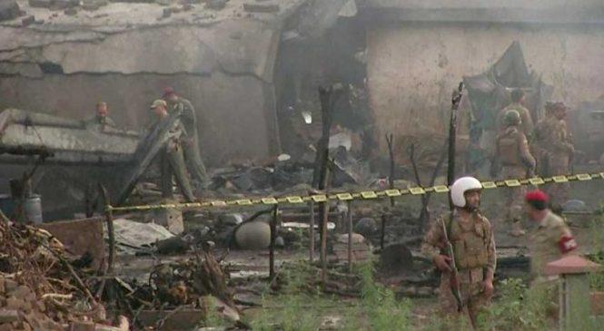 पाकिस्तानमा विमान दुर्घटना, १७ को मृत्यु