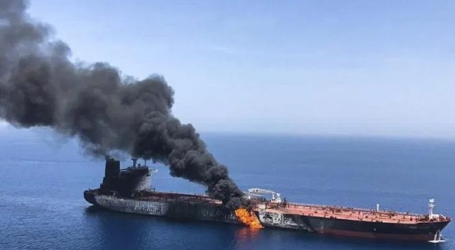 विष्फोटपछि इरानी तेल ट्याङ्करमा आगलागी