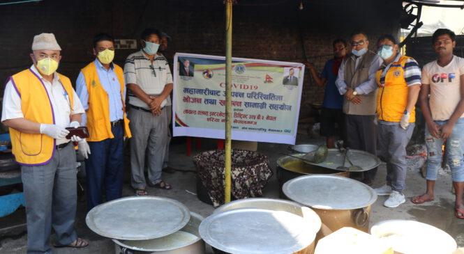 नेपालगञ्जका क्वारेन्टाईनमा बसेकालाई लायन्स क्षेत्रनं. ६ द्वारा दुई छाकको खाना