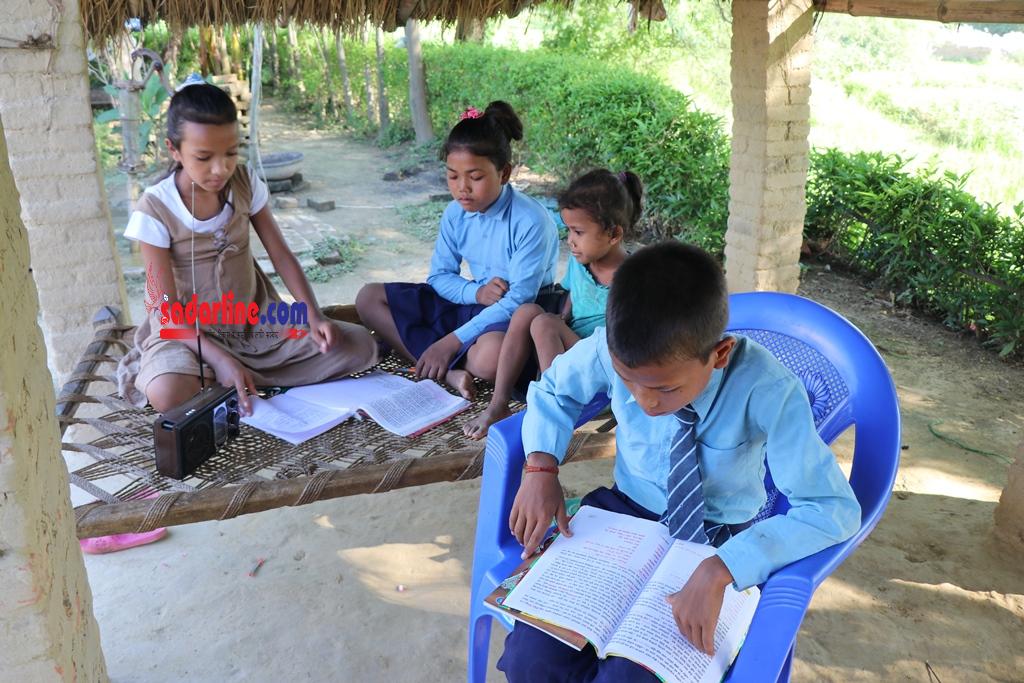 कोरोनाको कहरका बेलामा रेडियो शिक्षण बिधिबाट सञ्चालित कक्षा प्रभावकारी