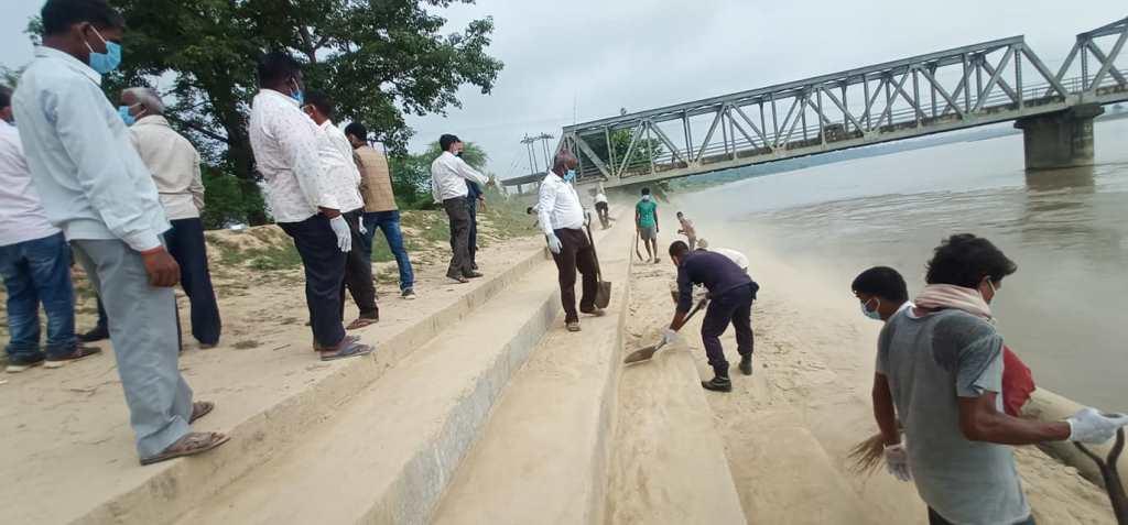 डुडुवा संघर्ष समितिद्वारा राप्ती पुलको सरसफाई