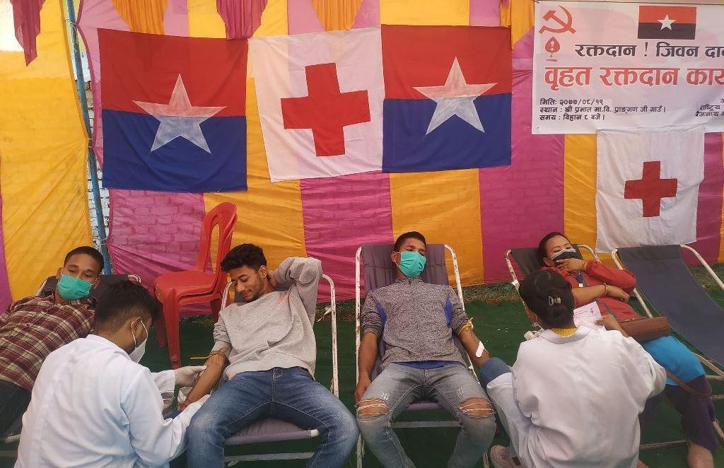 बैजनाथमा युवा संघको बृहद रक्तदान
