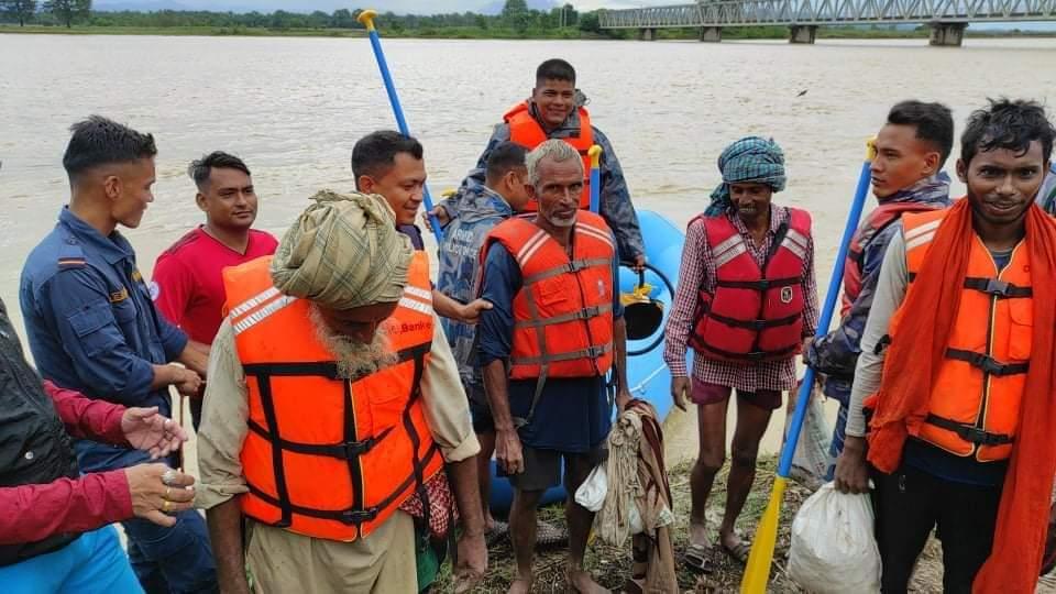 राप्ती नदीको भंगालोमा फसेका ४ जनाको उद्धार